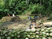 Bira: Op bezoek bij de Kajang stam
