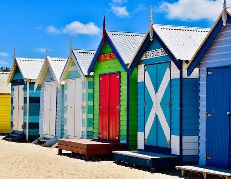 Australie-Melbourne-Brighton-kleurrijke-strandhuisjes