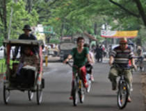 Bandung: Fietsen in de koloniale wijk