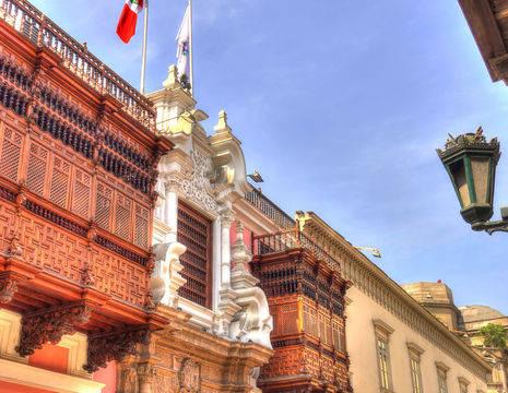 Mooie-architectuur-bewonderen-in-Lima(12)