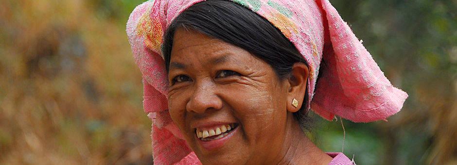 Myanmar-Kalaw-lachendevrouw(13)