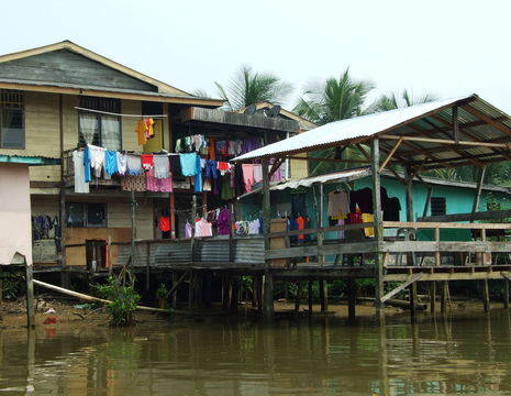 Sarawak-Mukah-rivierwoningen_1