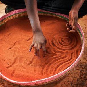 Australie-Uluru-Aboriginal-kunst-zandtekening