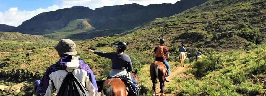 Een pony trek door de bergen van Malealea