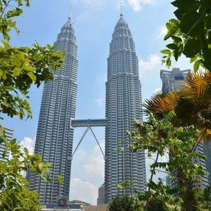 maleisie-kuala-lumpur-doorkijkje-naar-petronas-towers