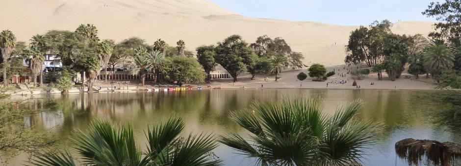 Oase-vanHuacachina-tussen-de-woestijnen(11)
