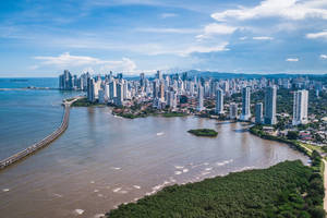 Panama-Panama-City-skyline-overdag