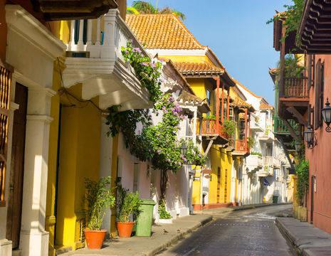 Gezellige gekleurde straatjes in Cartagena
