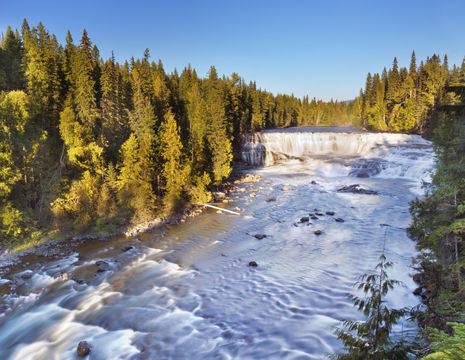 Canada-Wells-Gray-Dawson-Falls-1_1_505735