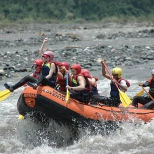 Raften op een rivier in Banos