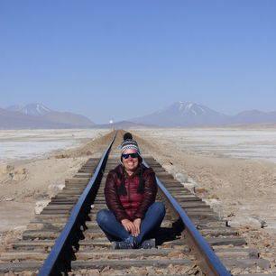 Poseren-op-de-rails-in-Uyuni-Bolivia_1_351522