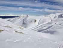 Helikoptervlucht over de noordelijke ijsvlaktes