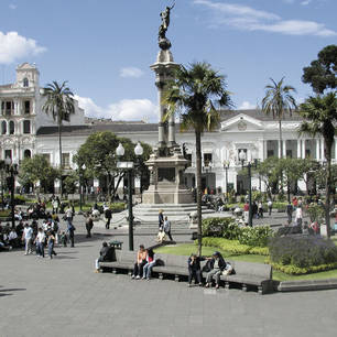 Ecuador-Quito_Plaza-Grande-1