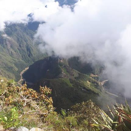 Tussen de wolken zie je Machu Picchu