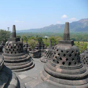 Java-Borobudur-stupas8_1