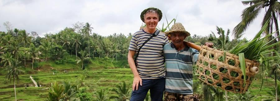 Adri met een local op de foto