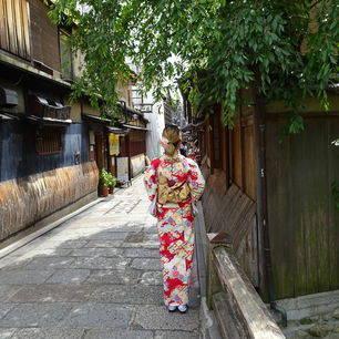 Japan-Kyoto-Geisha-73ba4029