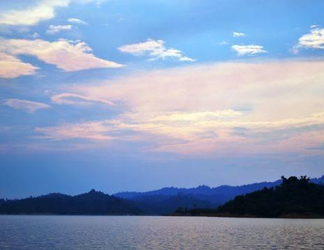 Maleisie-MaleisischBorneo-Sarawak-BatangAi-meerbijsunset