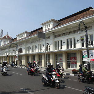 Indonesie-Java-Bandung-straat2