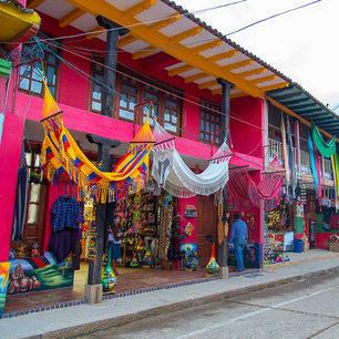 Colombia-Villa-de-Leyva-kleurige-huizen