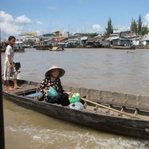 Vietnam-CanTho-vrouwinbootje_1_262385