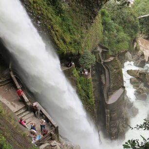 De watervallen langs de route in Banos