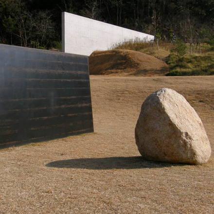 Kunstwerk in het Lee Ufan Museum