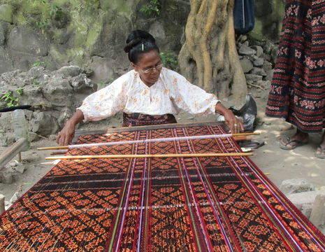 Indonesie-Flores-Moni-Weven1_1_409375