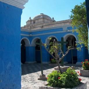 Patio-van-het-oude-blauwe-gebouw(10)