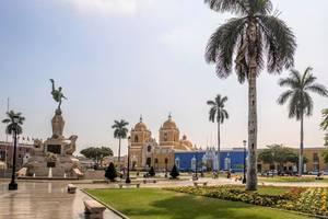 Katedraal-Plaza-de-Armas-Trujillo-2(4)
