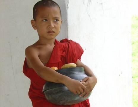 Myanmar-Bagan-tempels-monnik(8)