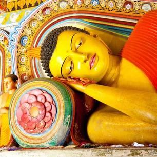 Sri Lanka-Anuradhapura-liggende boeddha(8)
