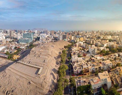 Huaca-Pucllana-archeological-complex-and-Miraflores-district-in-Lima(12)