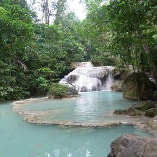 Thailand-RiverKwai-Erawan_1