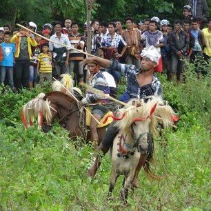 Indonesie-Sumba-Waikabubak-pasola-6e9db016_2_237151