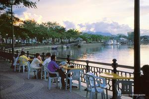 Kuching, Wandelen door historische wijk
