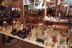 Nairobi, Houtsnijwerken en kralen