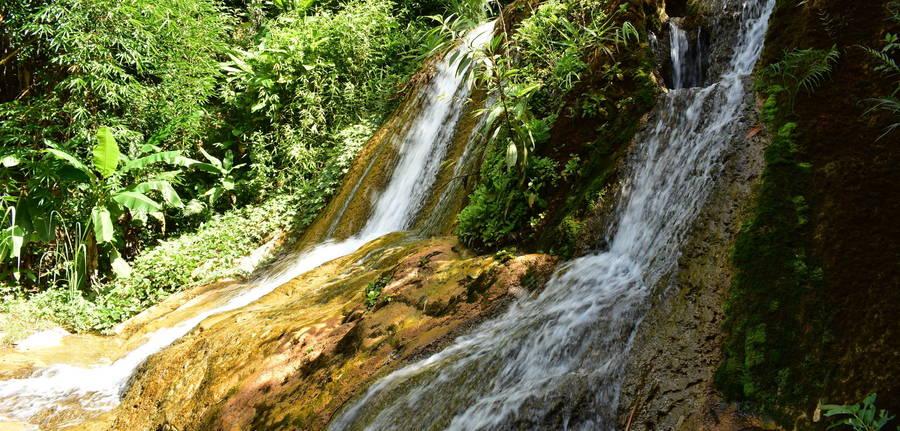 De eerste watervallen tijdens de trekking, Nong Khiow - Laos