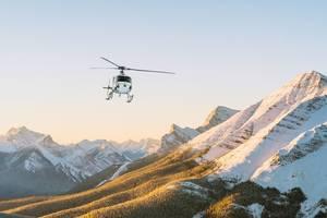 Helikoptervlucht langs gletsjers
