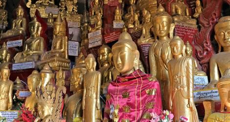 Boeddha's in het klooster van Yasakyi in Pindaya