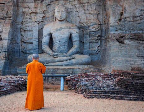 Sri Lanka-Anuradhapura-monnik-beeld_2_142922