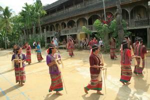 Indonesie-Kalimantan-Mahakam-Dansvoorstelling