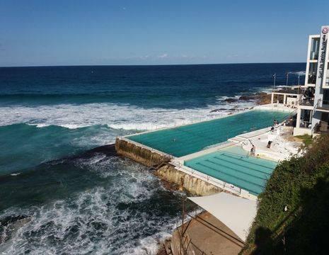 De ruige kust in Bondi Beach, Sydney
