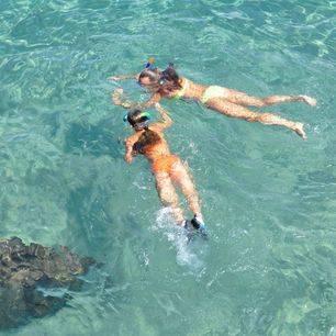 Azie-overal-tieners-snorkelen