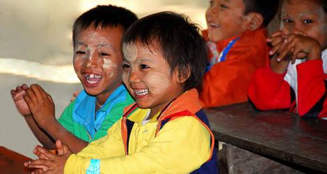Myanmar-Mandalay-kindereninklasje