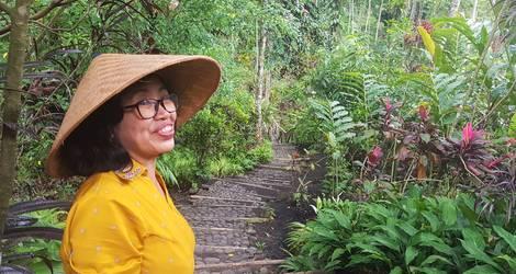 Een glimlacht in de tuinen van Kalibaru, Java