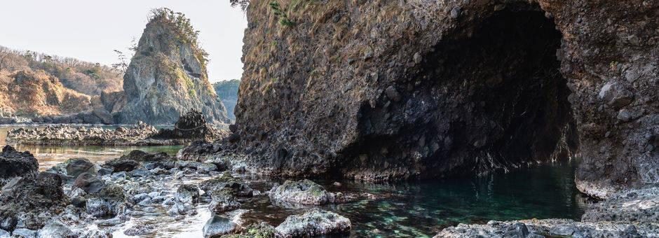 Ruige-rotsachtige-kusten-bij-Noto-schiereiland(11)