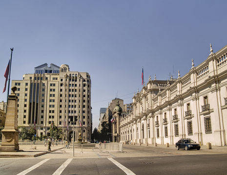 Chili-Santiago-de-Chile-La-Moneda-presidential-palace