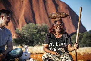 Australie-Uluru-Aboriginal-vrouw
