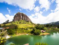 De rots van Peñol en de meren van Guatapé